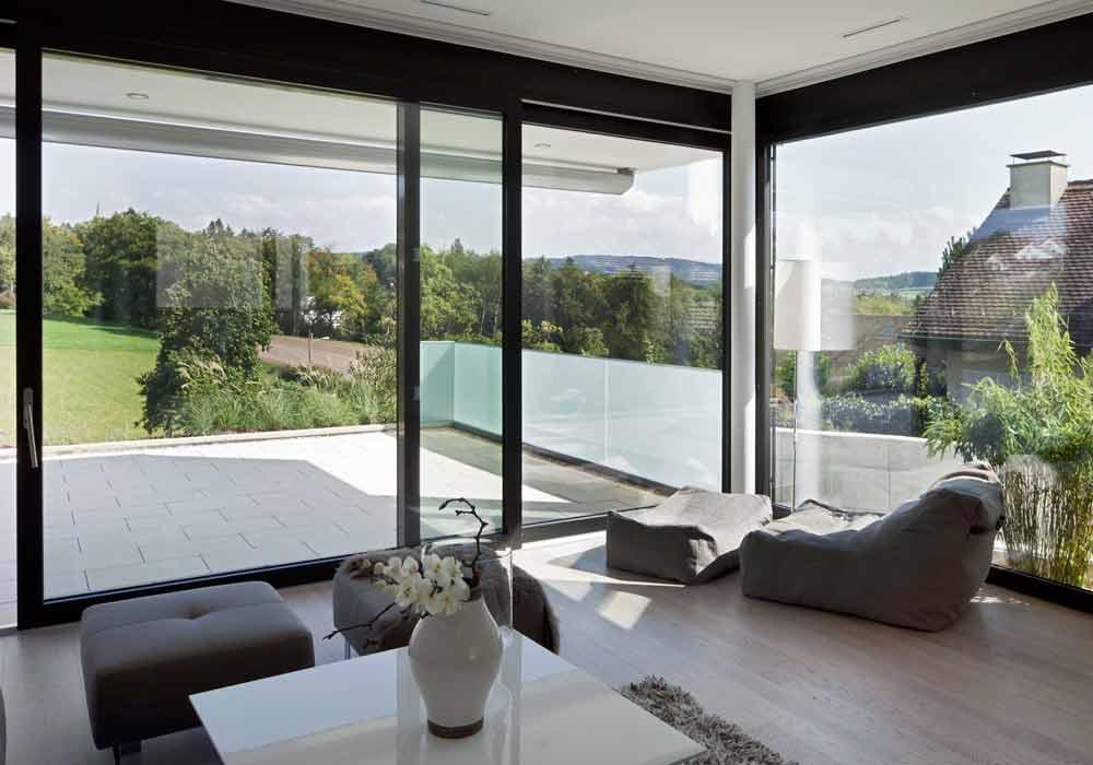 HellesWohnzimmer Schiebefenster HighClass Generalunternehmer Schweiz